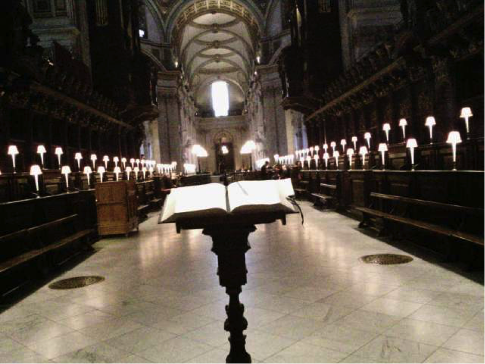 Figure 4. Making sure that the unusual perspective is recorded by remaining at the place for at least 30 seconds. At the St. Paul's Cathedral, London.